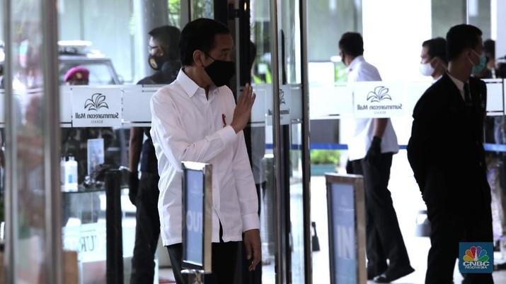 Presiden Joko Widodo meninjau Mal Summarecon (CNBC Indonesia/ Muhammad Sabki)