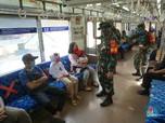 Penampakan Prajurit TNI Kawal New Normal di Stasiun Manggarai