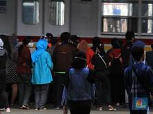 Penumpang KRL Membeludak Jelang Pelonggaran PSBB DKI