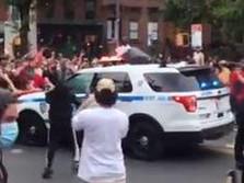 Mobil Polisi NYPD Tabrak Kerumunan Massa Pembela George Floyd