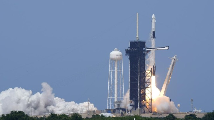 A SpaceX Falcon 9, with NASA astronauts Doug Hurley and Bob Behnken in the Crew Dragon capsule, lifts off from Pad 39-A at the Kennedy Space Center in Cape Canaveral, Fla., Saturday, May 30, 2020. The two astronauts are on the SpaceX test flight to the International Space Station. For the first time in nearly a decade, astronauts blasted towards orbit aboard an American rocket from American soil, a first for a private company. (AP Photo/David J. Phillip)