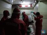 Jelang PSBB Transisi, Pasar Tanah Abang 'Diguyur' Disinfektan