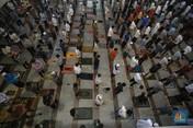 Momen Salat Jumat di Masjid At-Tin Saat PSBB Transisi Dimulai