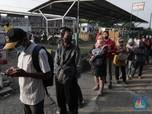 PSBB Transisi, Penumpang KRL Membludak di Stasiun Citayam