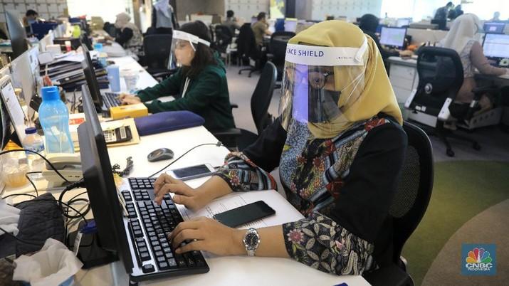 Ilustrasi aktifitas pekerja kantor (CNBC Indonesia/Andrean Kristianto)