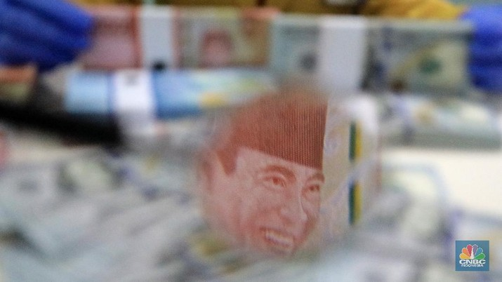 Ilustrasi Rupiah dan dolar (CNBC Indonesia/Andrean Kristianto)