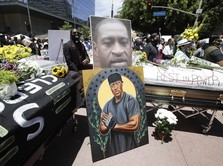 Ribuan Orang Berikan Penghormatan Terakhir untuk George Floyd
