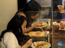 Makan di Restoran Wajib Dicatat Data Pribadi, Kalian Mau?