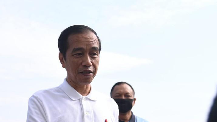 Presiden Jokowi Berolahraga Pagi Bersama para Kepala Staf TNI di Istana Bogor. (Lukas - Biro Pers Sekretariat Presiden)