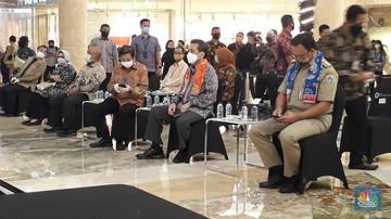 gubernur dki jakarta anies baswedan meninjau hari kedua pembukaan mal di dki jakarta di kota kasablanka selasa 166 cnbc indone 169