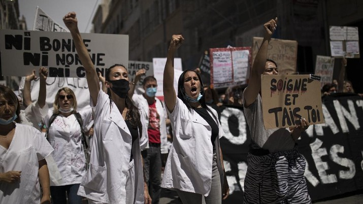 Medical workers chant slogans during a demonstration in Marseille, southern France, Tuesday, June 16, 2020. French hospital workers and others are protesting in cities around the country to demand better pay and more investment in France's public hospital system, which is considered among the world's best but struggled to handle a flux of virus patients after years of cost cuts. France has seen nearly 30,000 virus deaths. (AP Photo/Daniel Cole)