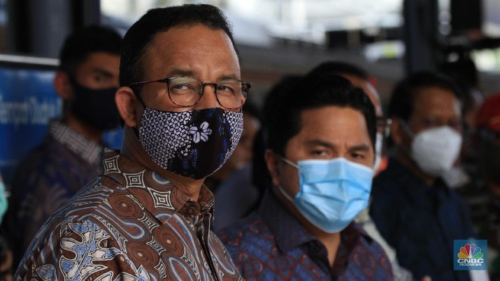 Gubernur DKI Jakarta Anies Baswedan dan Menteri BUMN Erick Thohir.saat peresmian staisun terpadu Tanah Abang, Rabu (17/6/2020) (CNBC Indonesia/ Tri Susilo)