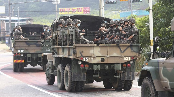 South Korean army soldiers ride on the back of trucks in Paju, near the border with North Korea, South Korea, Wednesday, June 17, 2020. North Korea said Wednesday it will redeploy troops to now-shuttered inter-Korean tourism and economic sites near the border with South Korea and take other steps to nullify landmark 2018 tension-reduction deals. (AP Photo/Ahn Young-joon)