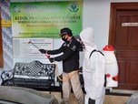 Kemnaker Lakukan Penyemprotan Disinfektan di Kawasan Cakung