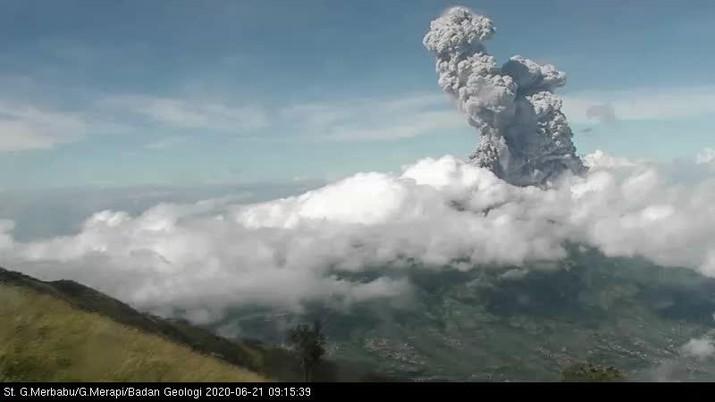 Erupsi di Gunung #Merapi tanggal 21 Juni 2020 pukul 09.13 WIB (Twitter @BPPTKG)