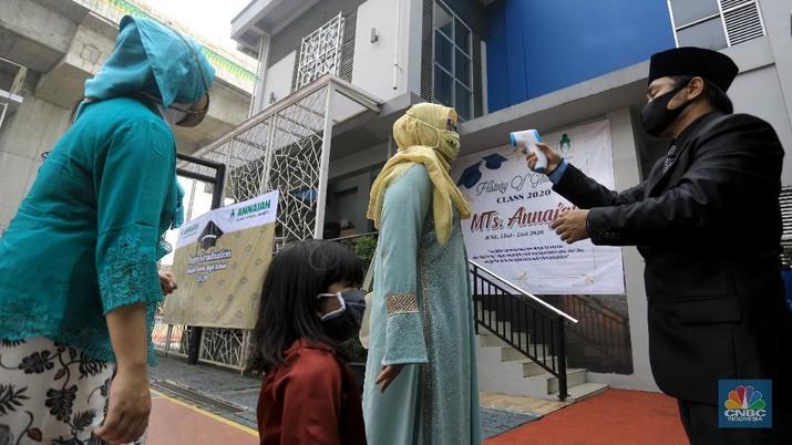 Ilustrasi Wisuda ditengah Pandemi Covid-19. CNBC Indonesia/Andrean Kristianto
