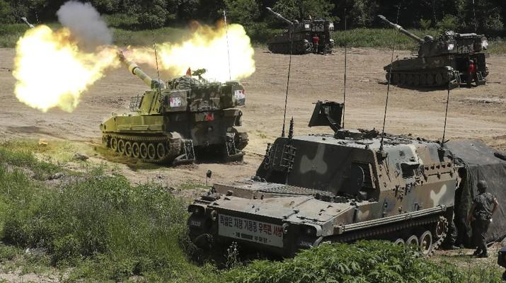 Korea Selatan melakukan latihan militer di Paju. AP/Yun Dong-jin