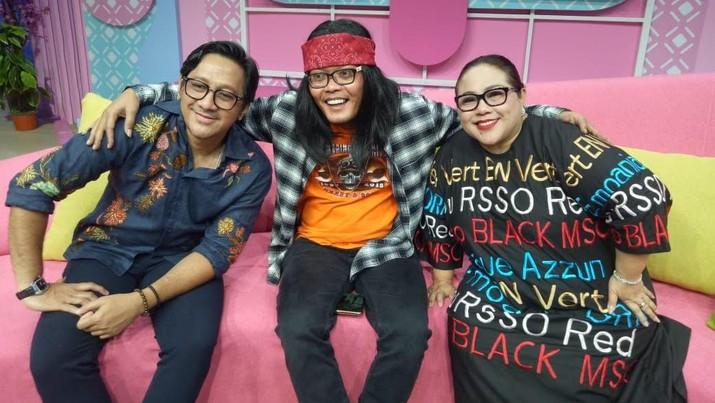 Komedian Sule, Andre Taulany dan Nunung Srimulat kembali berkumpul. Ketiganya akan mengawal sebuah acara variety show di  Trans TV bertajuk