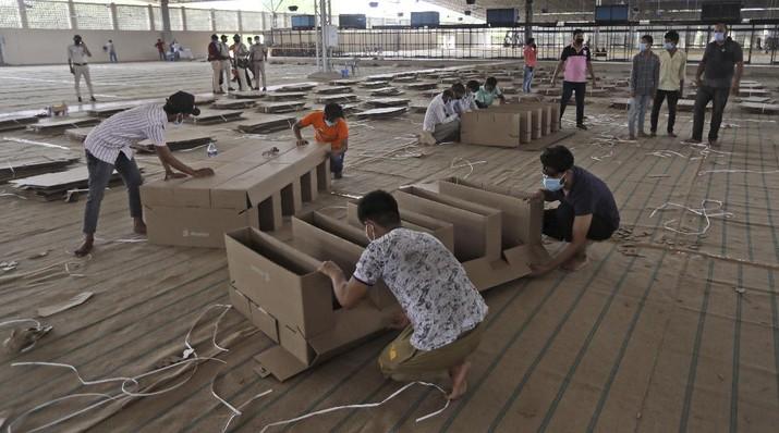 India Bangun Rumah Sakit Darurat Covid-19. AP/Manish Swarup