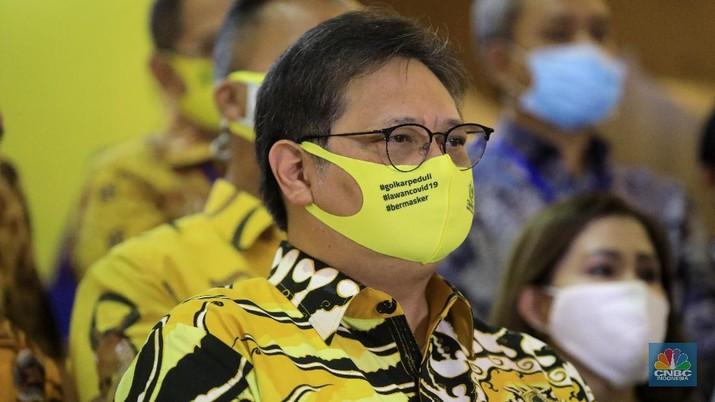 Ketua Umum Partai Golkar Airlangga Hartarto bertemu di DPP Golkar, Kamis (25/6/2020). (CNBC Indonesia/ Andrean Kristianto)