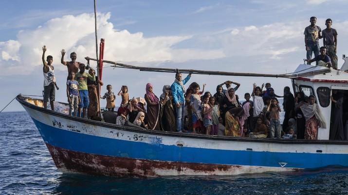 Pengungsi Rohingya di Perairan Aceh Utara. AP/Zik Maulana