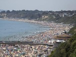 Ramai! Ini Suasana Pantai di Inggris yang Dipadati Pengunjung