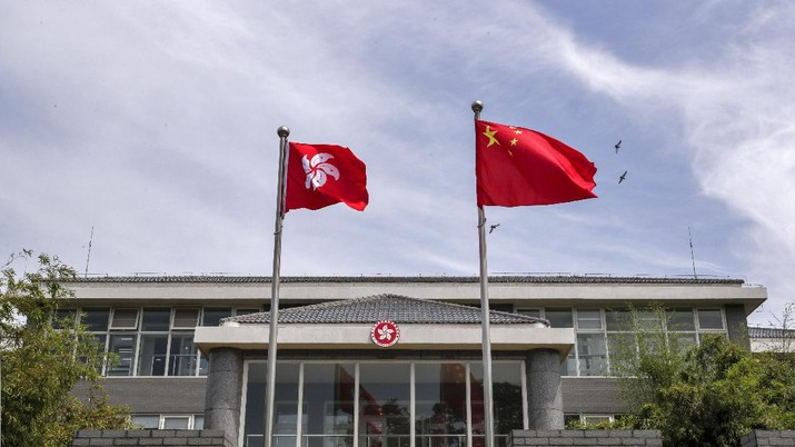 A Chinese national flag and a Hong Kong flag flutter at the Government of Hong Kong Special Administrative Region office building in Beijing, Tuesday, June 30, 2020. Hong Kong media are reporting that China has approved a contentious law that would allow authorities to crack down on subversive and secessionist activity in Hong Kong, sparking fears that it would be used to curb opposition voices in the semi-autonomous territory. (AP Photo/Andy Wong)