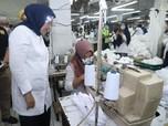 Menaker Tinjau Pabrik Pembuatan Baju APD Hazmat Made In RI