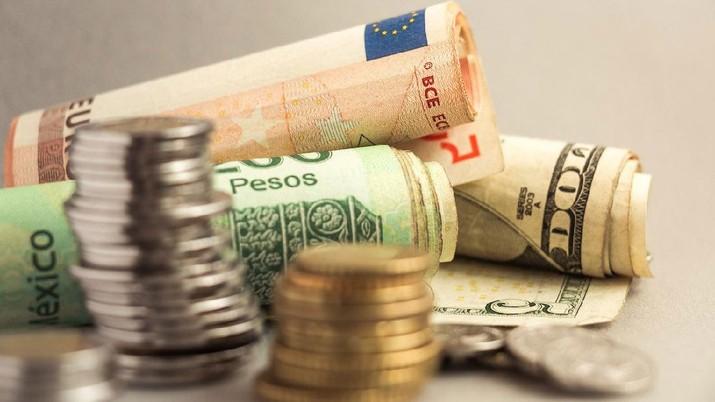 Mata Uang Dolar, Peso, Euro (AP)