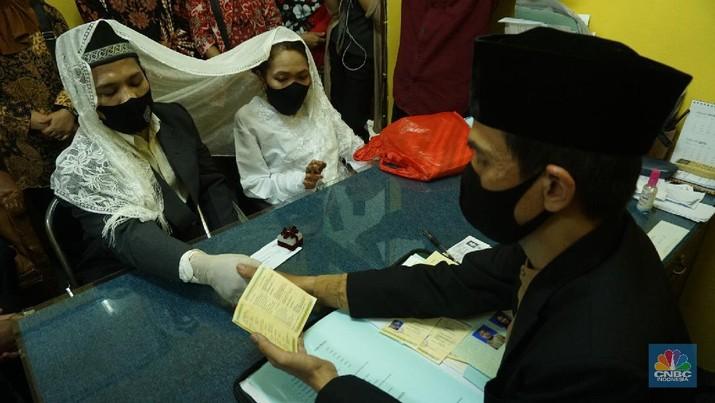 Melihat Pernikahan Difabel Memakai Protokol Kesehatan (CNBC Indonesia/Tri Susilo)