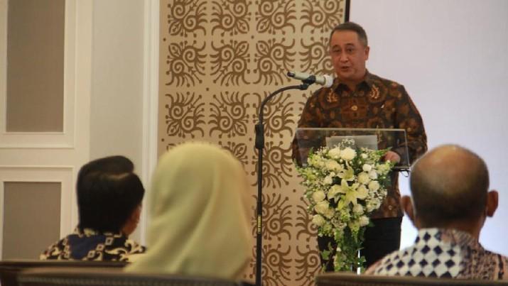 Penandatanganan Nota Kesepahaman (MoU) dan Perjanjian Kerjasama tersebut dilakukan oleh Ketua IKA UII Muhammad Syarifuddin dan Direktur Utama Bank Mandiri Royke Tumilaar di Jakarta, Kamis (2/7). (Ist)