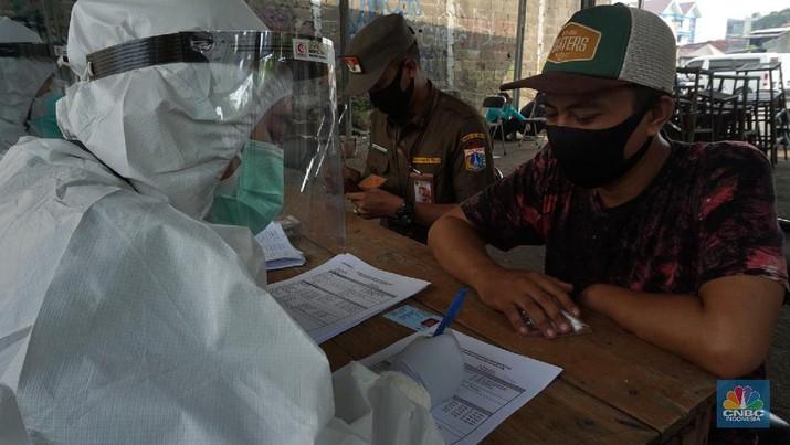 Swab Test di Pasar Tasik (CNBC Indonesia/Tri Susilo)
