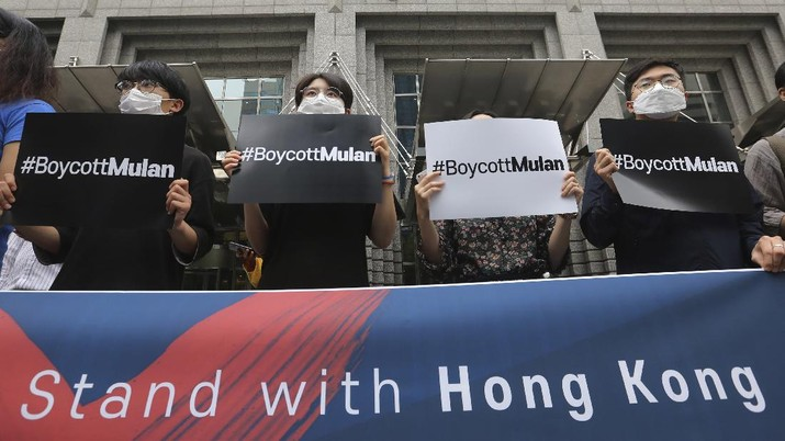 Supporters of Hong Kong protesters stage a rally calling for a boycott of the Disney-produced film