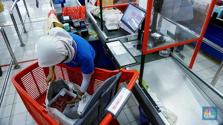 Kantong Plastik Dilarang, Begini Belanja Tanpa Kantong Plastik. (CNBC Indonesia/Tri Susilo)
