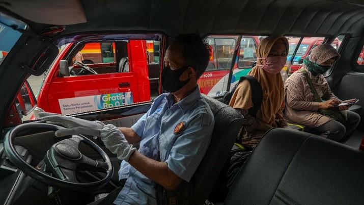 Penerapan Protokol Kesehatan di Angkot
