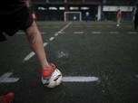 Unik! Begini Cara Main Sepak Bola Gaya Baru Saat Pandemi