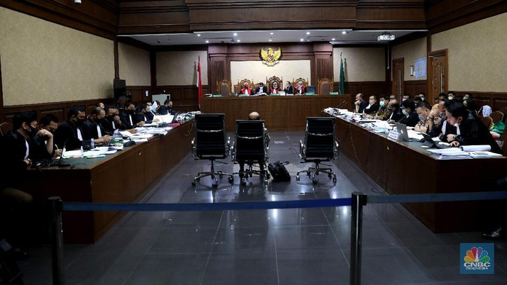 Sidang kasus dugaan korupsi di PT Asuransi Jiwasraya (Persero) di PN Jakarta Pusat, Jakarta, Senin (6/7/2020). (CNBC Indonesia/ Muhammad Sabki)