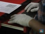 Ribuan Positif, Pabrik Sarung Tangan Medis Hotspot Corona