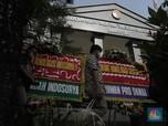 Deretan Karangan Bunga Serukan Damai Nasabah & KSP Indosurya