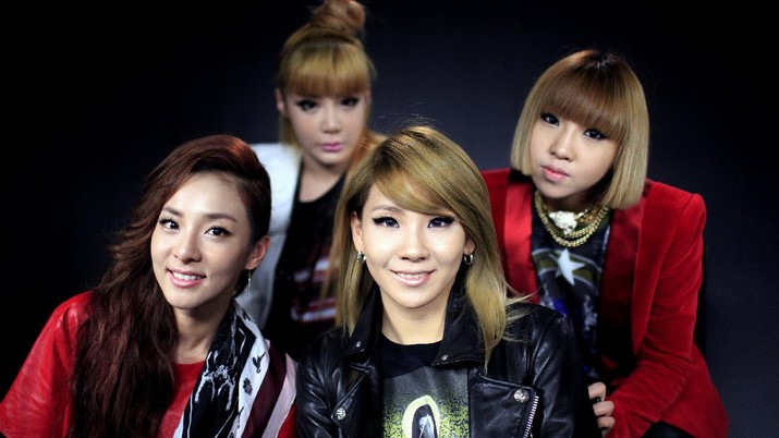 In this Thur. Aug. 23,2012 photo showing the four member South Korean hop-hop/pop girl group called 2NE1 consisting of from front left, Dara, front right, CL, back-row left, Bom and back-right Minzy are photographed during an interview in downtown Los Angeles. (AP Photo/Richard Vogel)