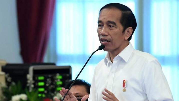 Presiden Joko Widodo memimpin rapat terbatas di Istana Negara, Jakarta, pada Selasa, (7/7/2020). (Biro Pers Sekretariat Presiden/ Kris)