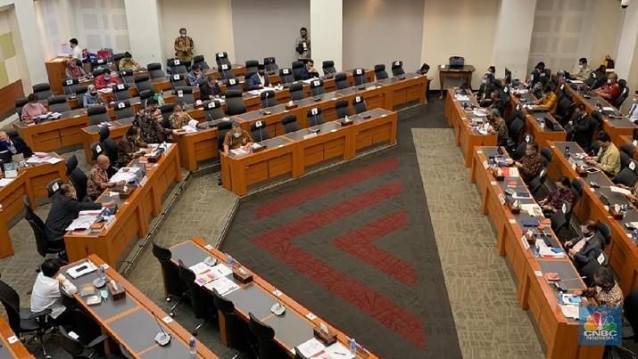Kementerian Keuangan Rapat dengan Badan Anggaran (Banggar) DPR dalam penyampaian dan pengesahan Laporan Panja-panja dalam rangka Pembahasan Pembicaraan Pendahuluan RAPBN 2021 DAN RKP Tahun 2021.  (CNBC Indonesia/Lidya Julita Sembiring)