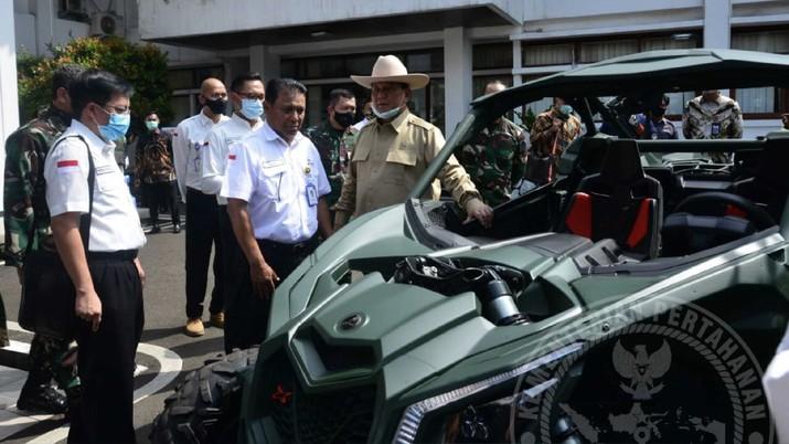 Prabowo perkenalkan kendaraan Rantis 4X4 yang yang diberi nama Maung. Dok: Twitter @Kemhan_RI