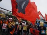Tolak PHK Sepihak, Puluhan Pekerja Geruduk Markas Lion Air
