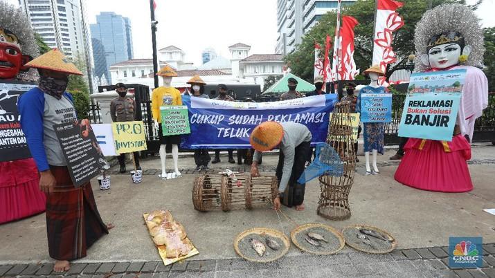 Demo tolak Reklamasi Ancol di depan Balai Kota. (CNBC Indonesia/Andrean Kristianto)
