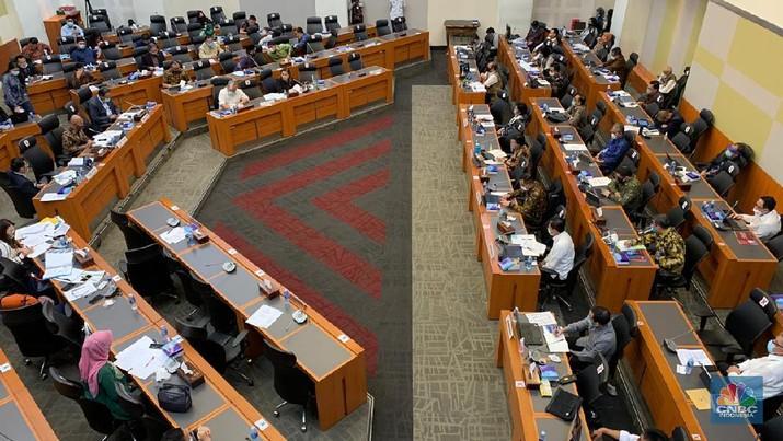 Rapat kerja Banggar DPR RI dengan pemerintah dan BI membahas laporan semester I dan prognosis semester II APBN TA 2020. (CNBC Indonesia/Lidya Kembaren)