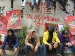 Wah, Corat-Coret Marak Saat Demo Tolak Omnibus Law Depan DPR