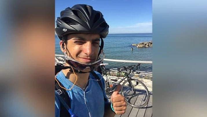 Mahasiswa Yunani ini bersepeda 48 hari untuk kembali ke keluarganya ketika penerbangan dibatalkan. (Kleon Papadimitriou)