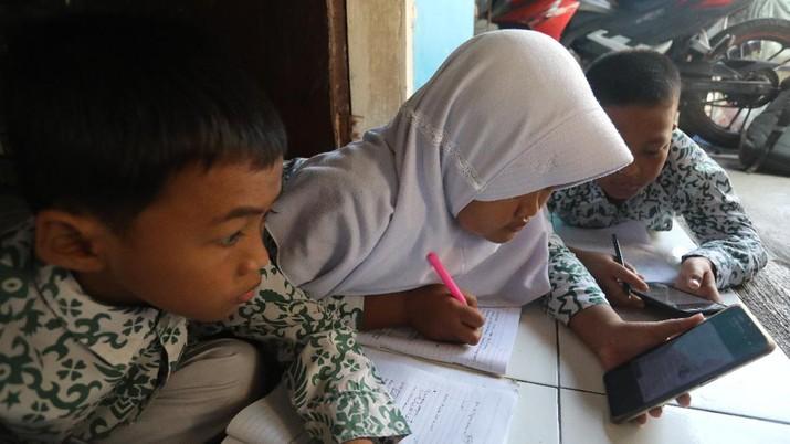 Ilustrasi Metode Belajar Mengajar Jarak Jauh via Online (CNBC Indonesia/Andrean Kristianto)