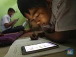 Duh, Pelajar ini Nebeng di Rumah Temannya Demi Belajar Online